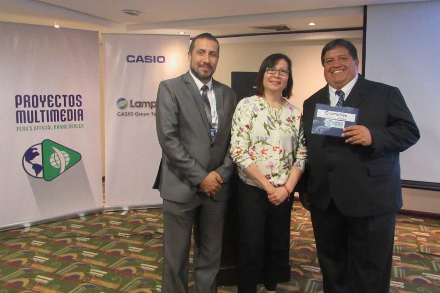 La líder de Casio para LATAM presenta en Perú su proyector sin lámpara con conexión inalámbrica